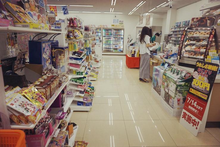 街头小卖部真的被电商和超市逼得走投无路了吗?
