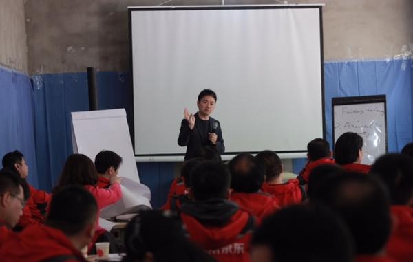 刘强东带领京东高管下农村 拓展农村电商业务